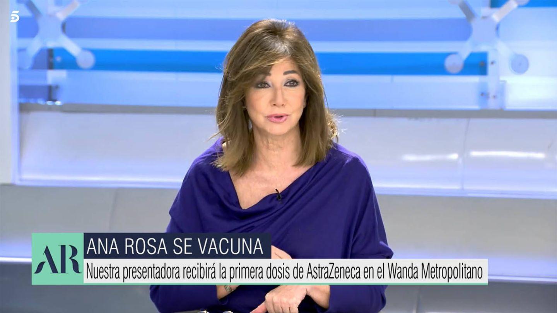 Ana Rosa Quintana se vacuna en directo. (Mediaset)
