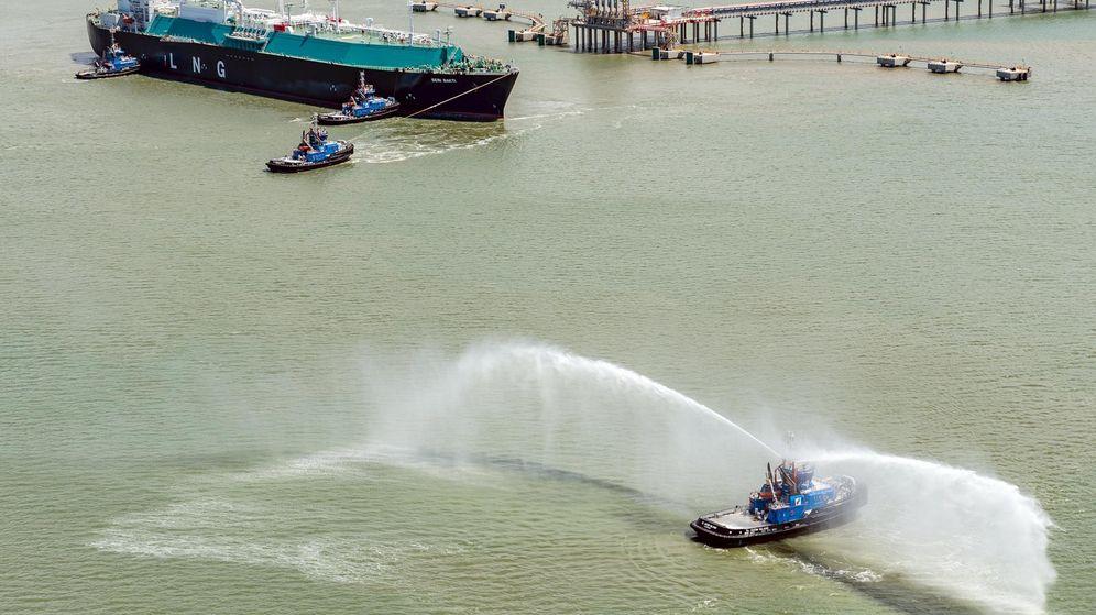 Foto: Foto de archivo con una buque de transporte de gas natural licuado (GNL). (Reuters)