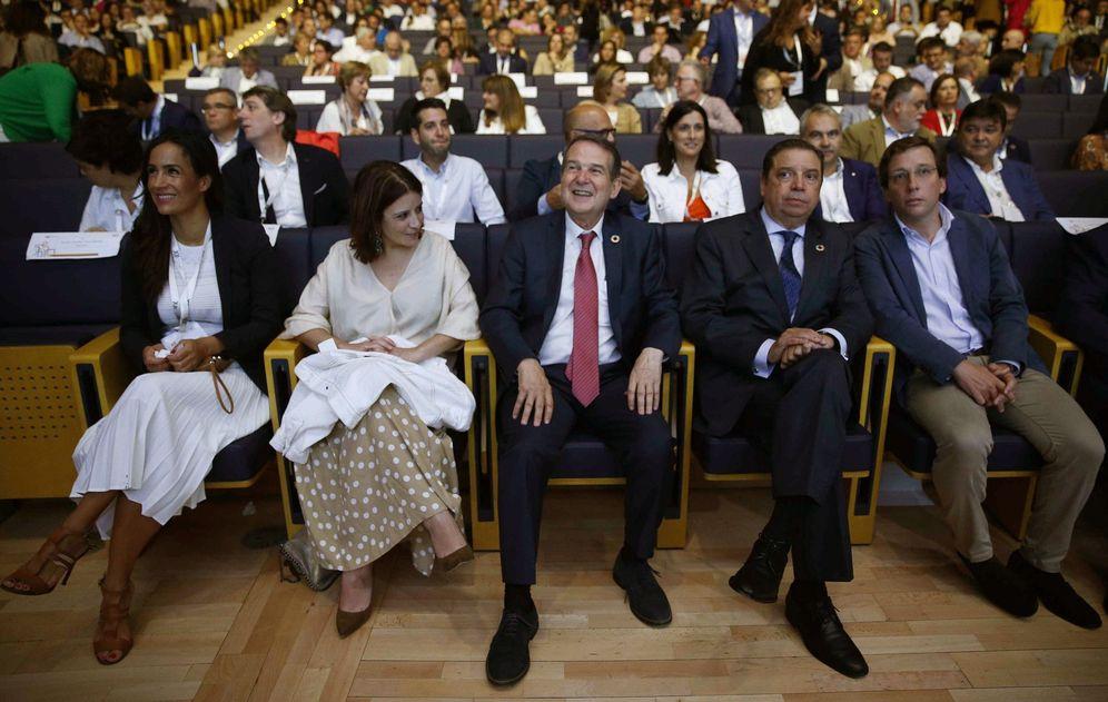 Foto: Adriana Lastra, con Abel Caballero, Luis Planas, José Luis Martínez-Almeida y Begoña Villacís, este 21 de septiembre en el XII pleno de la FEMP, en Madrid. (EFE)