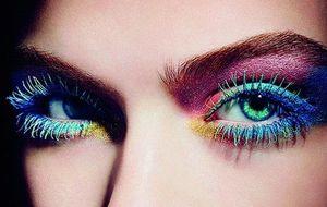 Rompe todas las reglas del color: los flúor resaltarán tu mirada