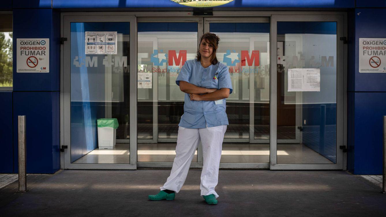 Foto: Laura, enfermera en el Hospital Príncipe de Asturias, acudió al psicólogo por estrés postraumático. (Carmen Castellón)