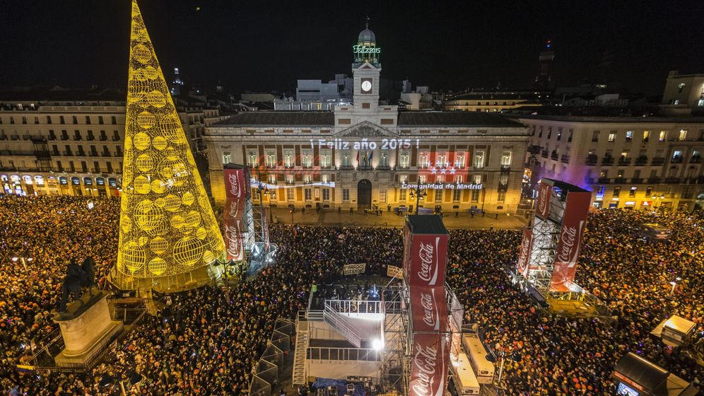 El ayuntamiento de madrid pretende racionalizar la entrada for Fotos reloj puerta del sol madrid