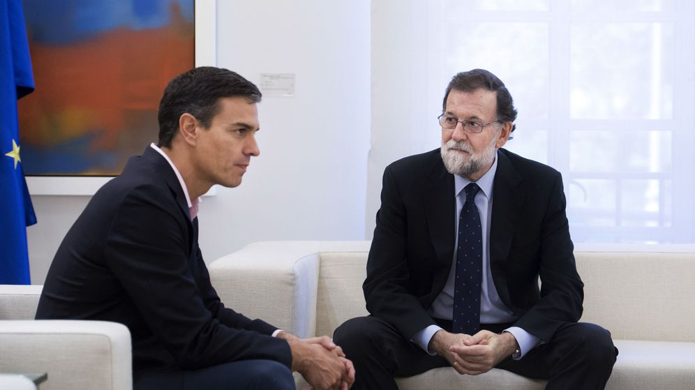 Foto: Mariano Rajoy y Pedro Sánchez en el Palacio de la Moncloa. (EFE)