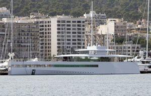 El yate de Steve Jobs atraca en Barcelona