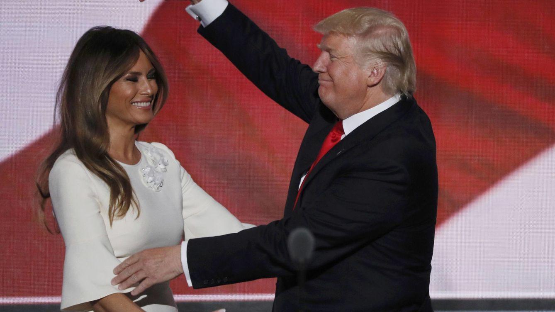 Melania Trump demanda a un medio por afirmar que fue 'scort'