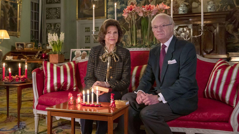 Los reyes Carlos Gustavo y Silvia encienden la cuarta vela de Adviento. (Casa Real de Suecia)