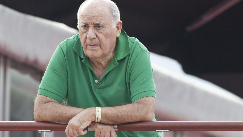 Foto: Con un simple polo y siempre sin reloj. La indumentaria de Amancio Ortega dice mucho sobre cómo es el empresario. (Gtres)