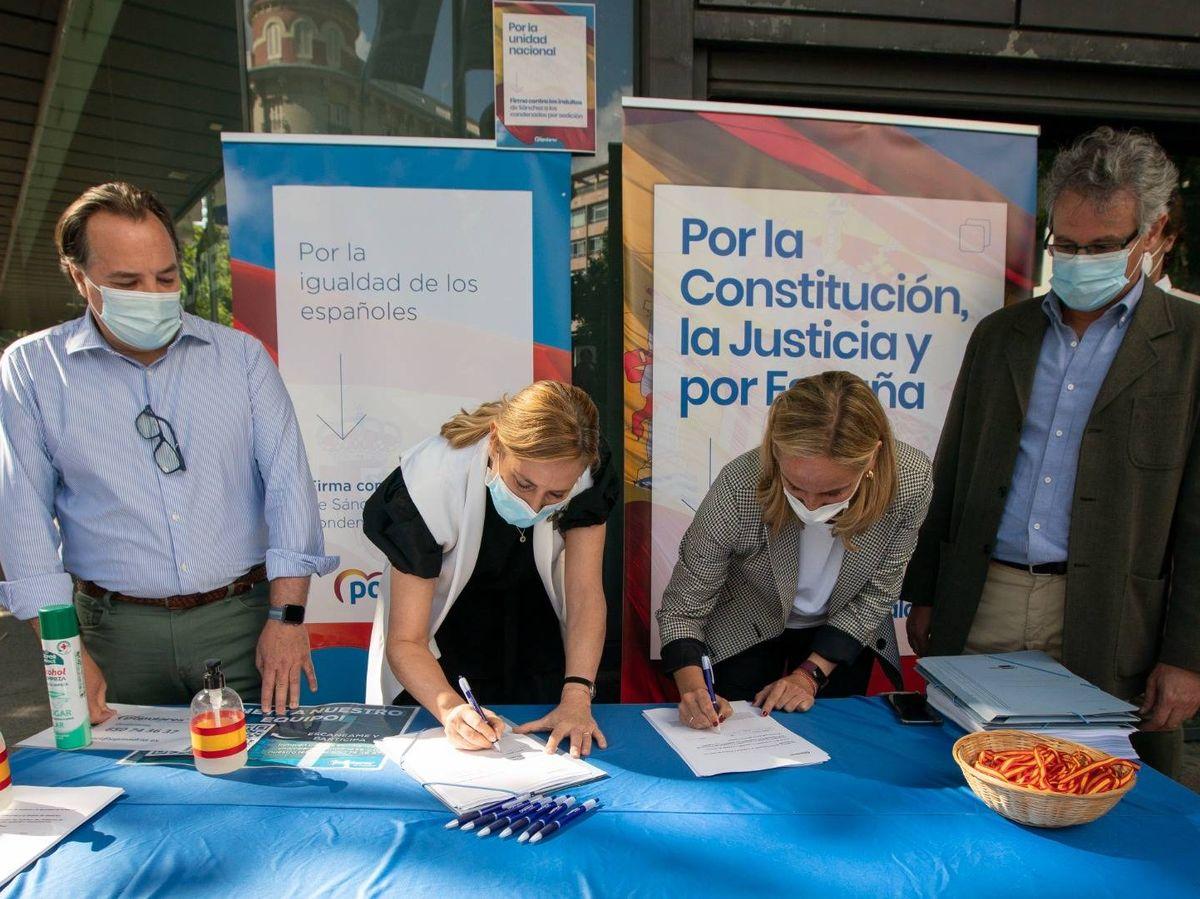 Foto: Campaña de recogida de firmas contra los indultos. (PP)