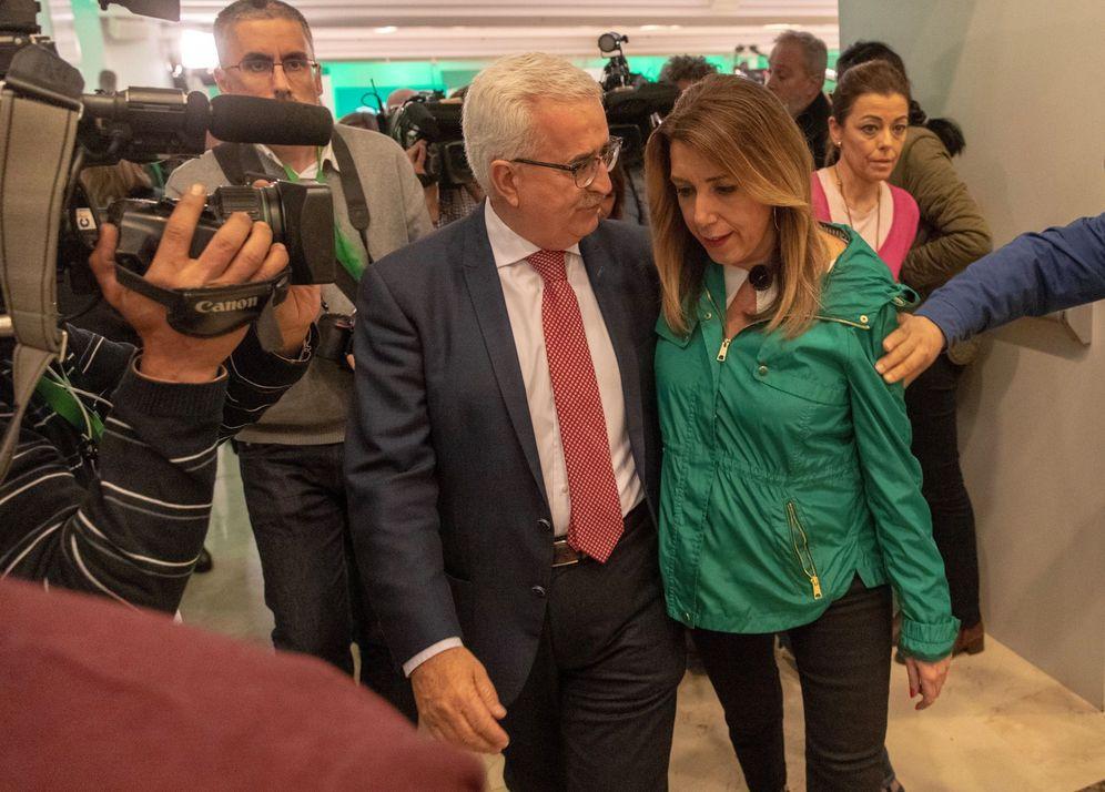 Foto: Susana Díaz y su vicepresidente, Chiqui Jiménez Barrios, este 2 de diciembre tras la comparecencia de la presidenta. (EFE)