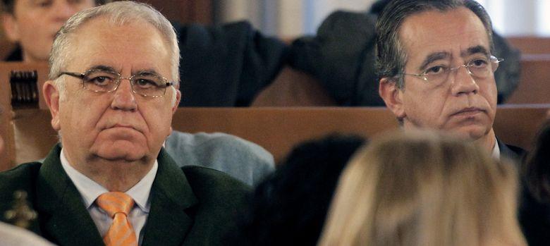 Foto: El presidente de Les Corts, Juan Cotino (i). (EFE)