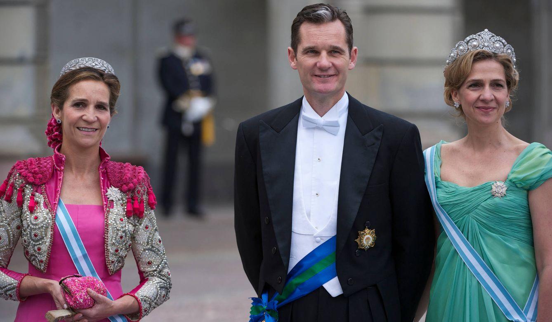 La infanta Elena, Iñaki Urdangarin y la infanta Cristina, en la boda de Victoria de Suecia. (Limited Pictures)