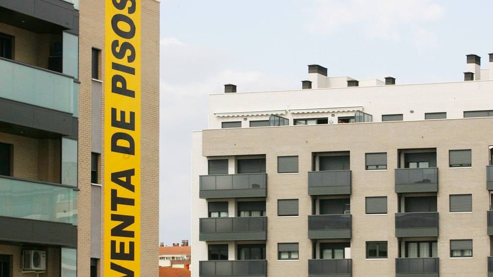 Banca y fondos congelan la compraventa de pisos en bloque por el nuevo Gobierno