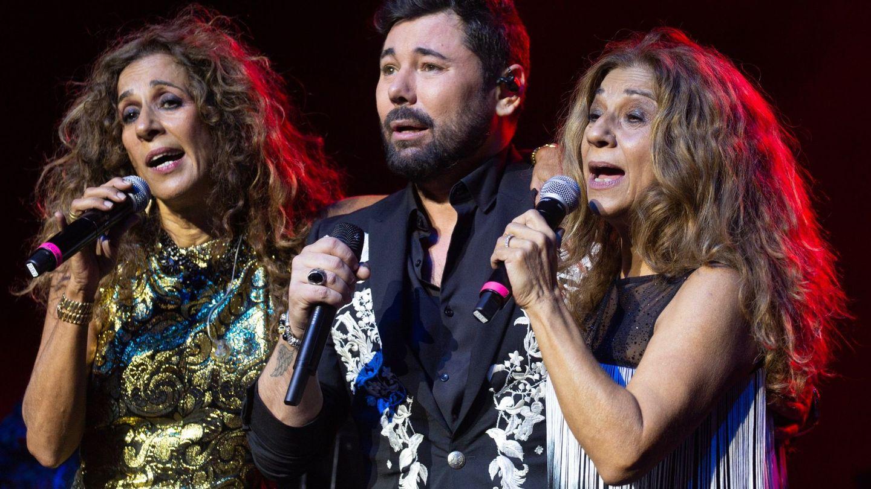Lolita, Rosario y Miguel Poveda, el pasado mes de noviembre en concierto en Miami.  (EFE)