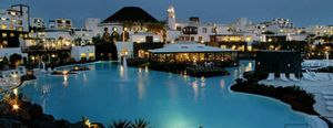 Foto: El ministro de Turismo veranea en un cinco estrellas ilegal de Lanzarote