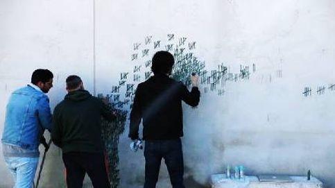 El artista Pejac interviene los muros de la cárcel de El Dueso (Cantabria)