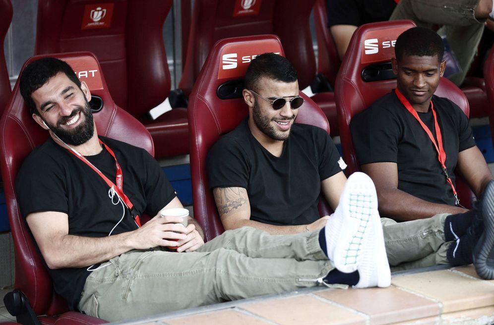 Foto: En la imagen, Arda Turan, Rafinha y Marlon, jugadores con los que no cuenta Valverde. (EFE)