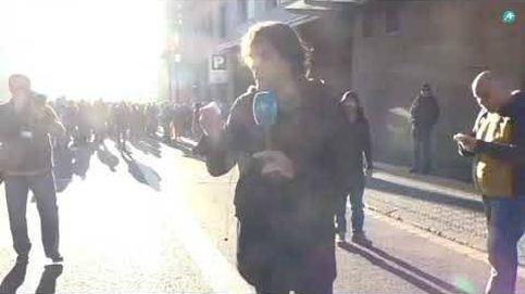 Un CDR encapuchado propina un puñetazo al periodista Cake Minuesa