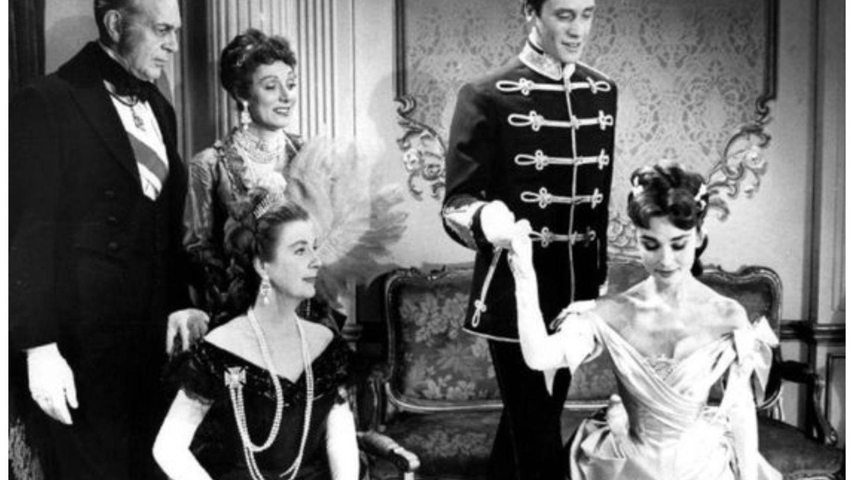 Audrey Hepburn y Mel Ferrer protagonizaron 'Mayerling', una película para televisión de 1957. (NBC)
