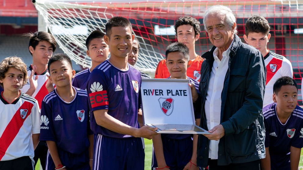 Los niños de la cueva de Tailandia cumplen su sueño de jugar con River Plate