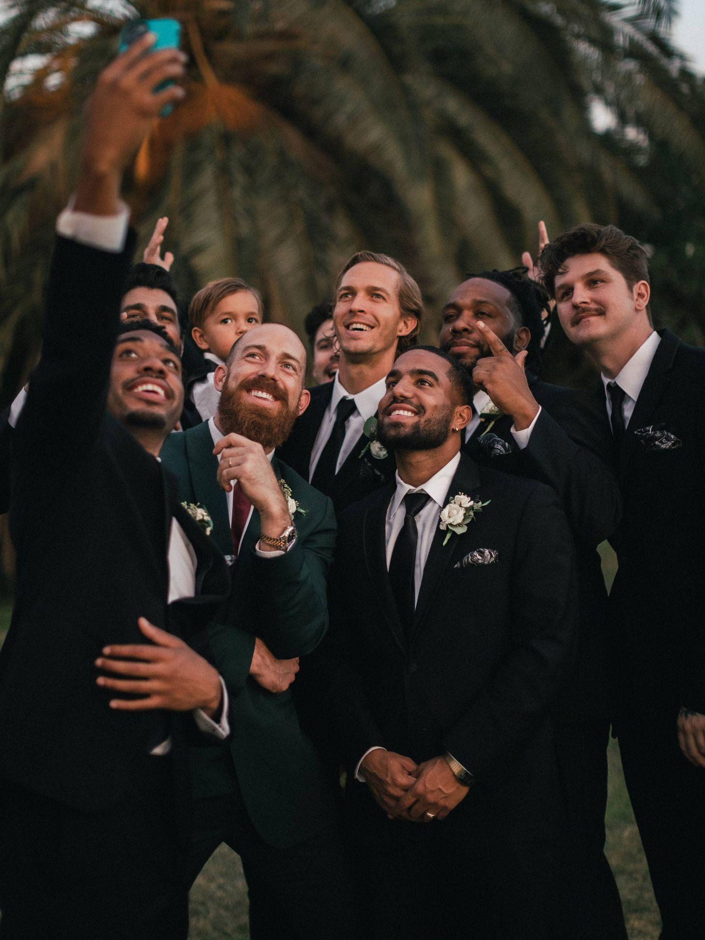 Selfie en una boda. (Fotografía de Jakob Owens para Unsplash)