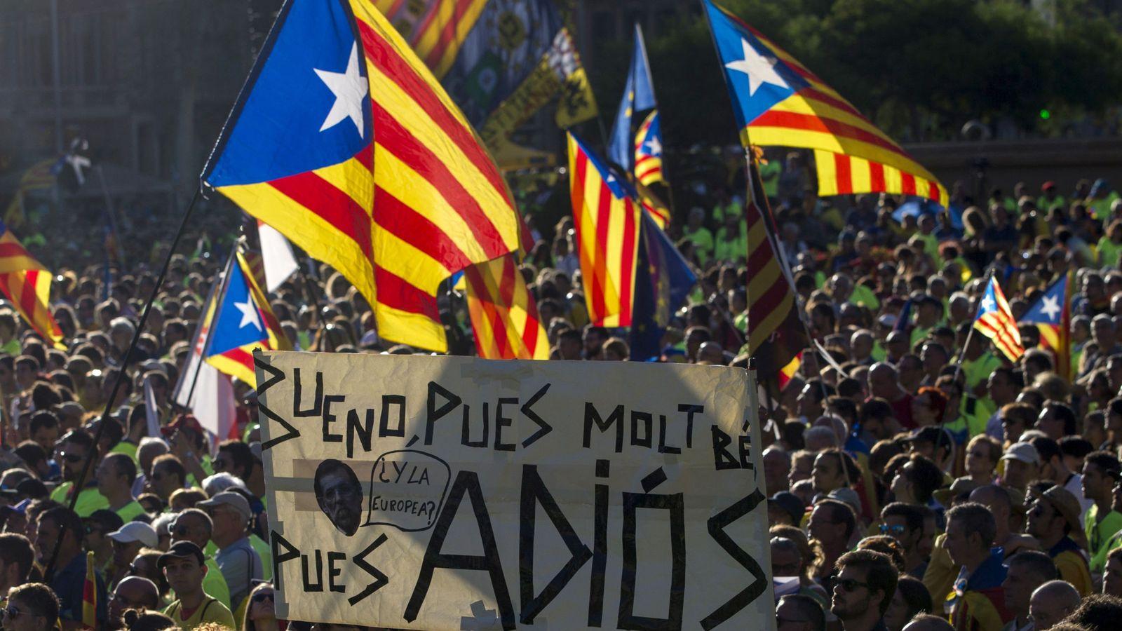 Foto:  Vista de la plaza de Catalunya de Barcelona durante la manifestación convocada por la ANC con motivo de la Diada del 11 de septiembre. (EFE)