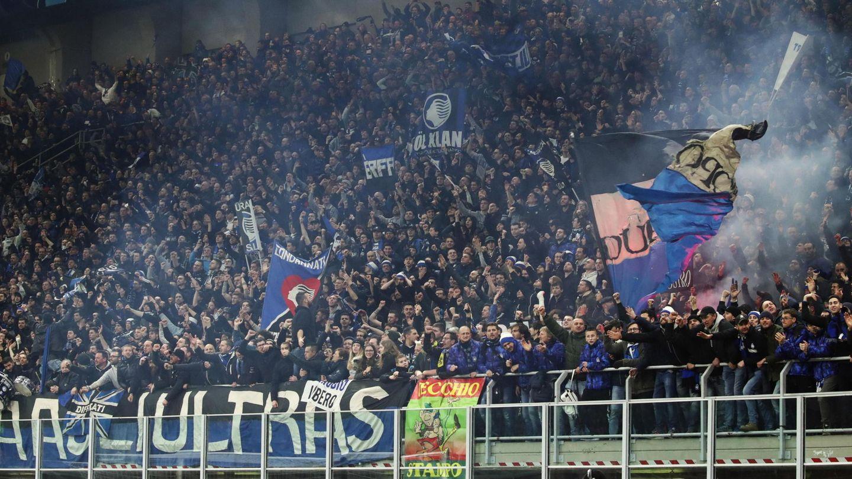 Aficionados del Atalanta durante un partido. (Reuters)