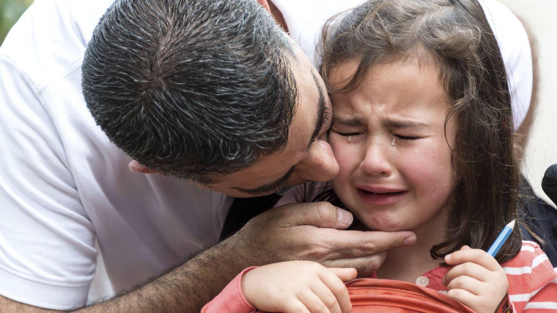 Foto: Los padres caen en la desesperación cuando piensan que no son capaces de ayudar a sus hijos. (iStock)