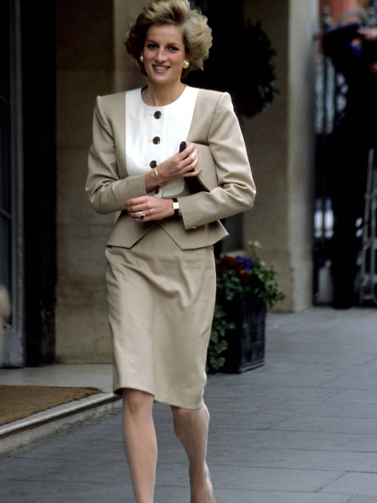 Lady Di y sus famosos zapatos bicolor.  (Cordon Press)