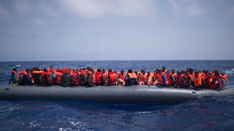 Rescatan a 100 personas a 50 kilómetros de Libia