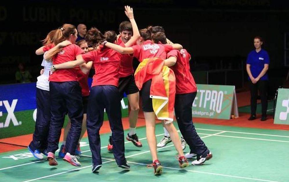Foto: Los jugadores de la selección española júnior celebran su triunfo ante Inglaterra