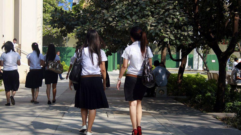 Foto: Los niños del St. Brigid serán los primeros que puedan llevar falda en Irlanda (EFE/Gaspar Ruiz-Canela)