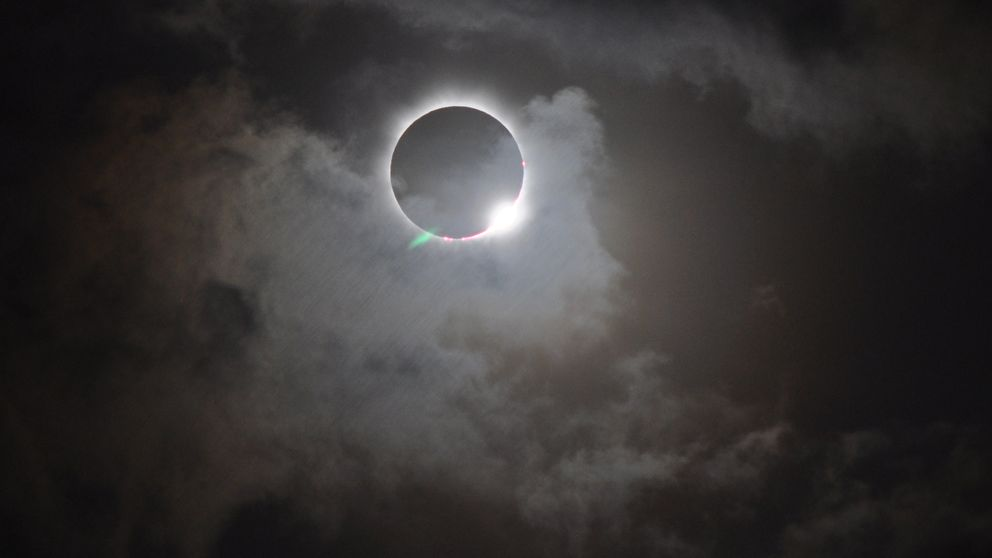 El eclipse de mañana será raro, corto y casi invisible
