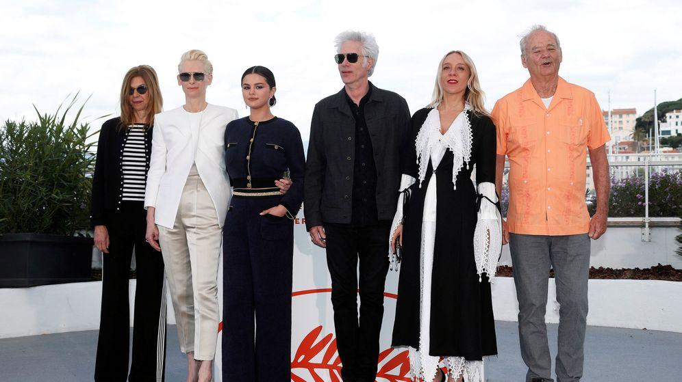 Foto: Sara Driver, Tilda Swinton, Selena Gomez, Jim Jarmusch, Chloe Sevigny y Bill Murray en Cannes. (Efe)