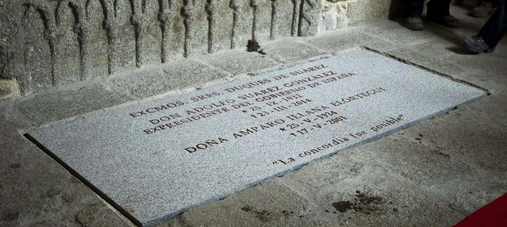 Foto: Detalle de la tumba donde descansan los restos mortales de Adolfo Suárez. (EFE)