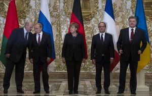 En imágenes: Tenso encuentro en Minsk entre Merkel, Putin, Poroshenko y Hollande