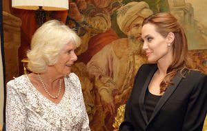 Angelina Jolie, condecorada por la reina Isabel II