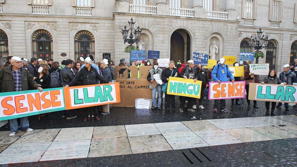 Foto: 'Flashmob' en Barcelona para reclamar una vivienda digna. (EFE)
