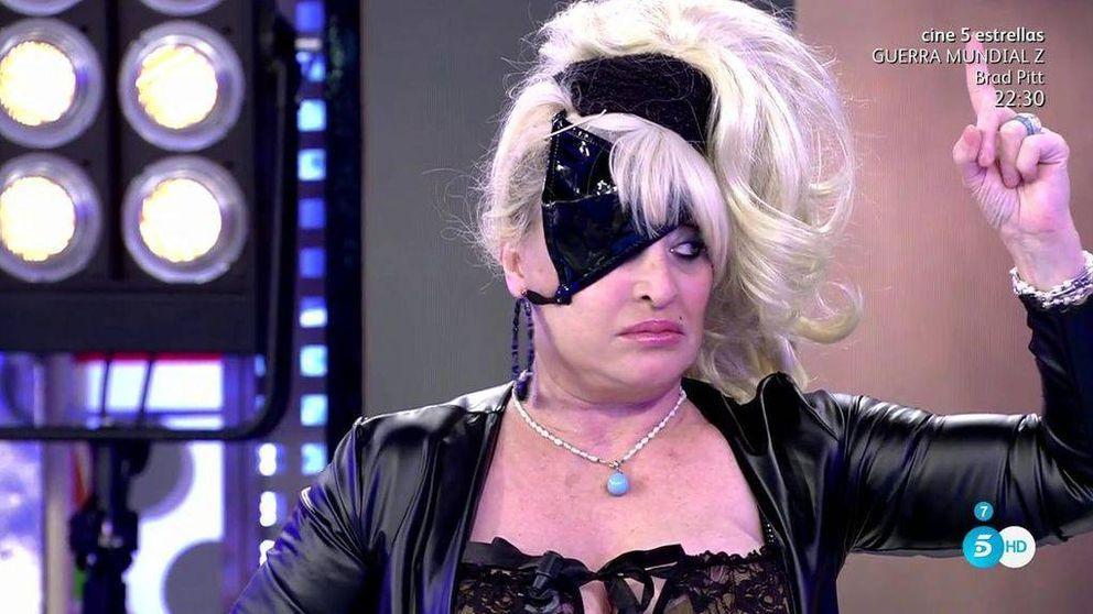Aramís Fuster regresa a 'Sálvame' con un tanga en el ojo para hablar con su madre