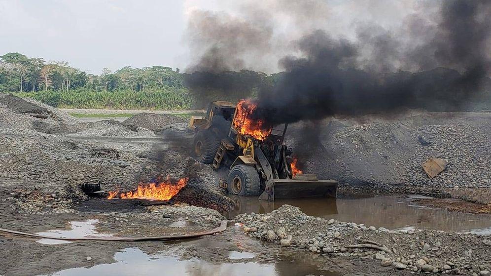 Foto: Material de los mineros ilegales destruido por el Ejército en La Pampa, Amazonía peruana. (MGP)