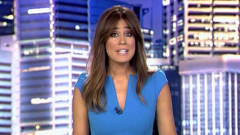 Isabel Jiménez, durante el informativo de Telecinco con el cabello ligeramente más aclarado. (Cortesía)