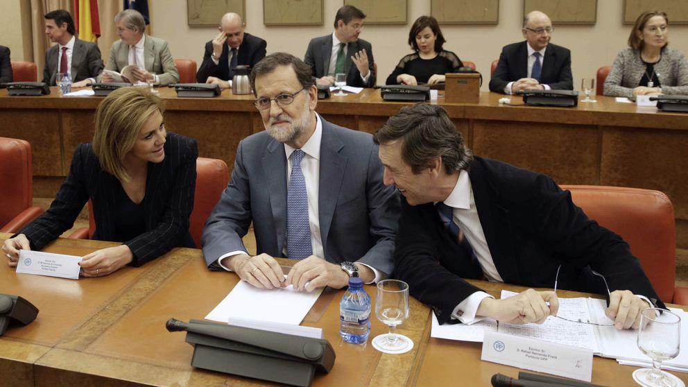 Rajoy reitera que votará 'no' a Sánchez y arenga a los suyos a aguantar