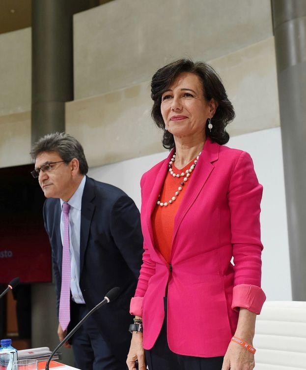 Foto: Ana Botín, presidenta de Santander, tras anunciar la compra de Banco Popular. (EFE)