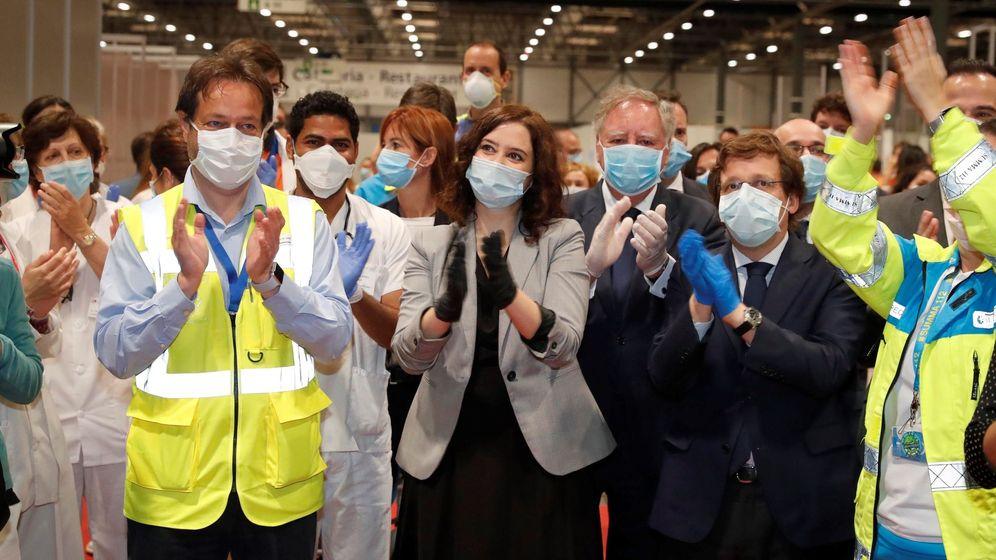 Foto: La presidenta de la Comunidad de Madrid, Isabel Díaz Ayuso (c), y el alcalde de Madrid José Luis Rodriguez Alameida en la clausura del hospital de campaña. (EFE)
