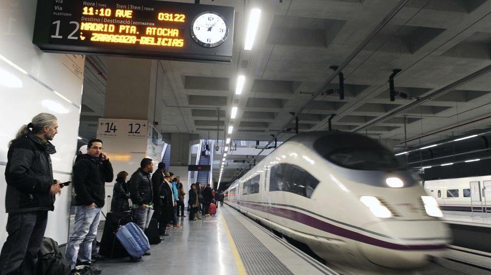 Foto: Vista de un tren AVE en la estación de Girona. (EFE)