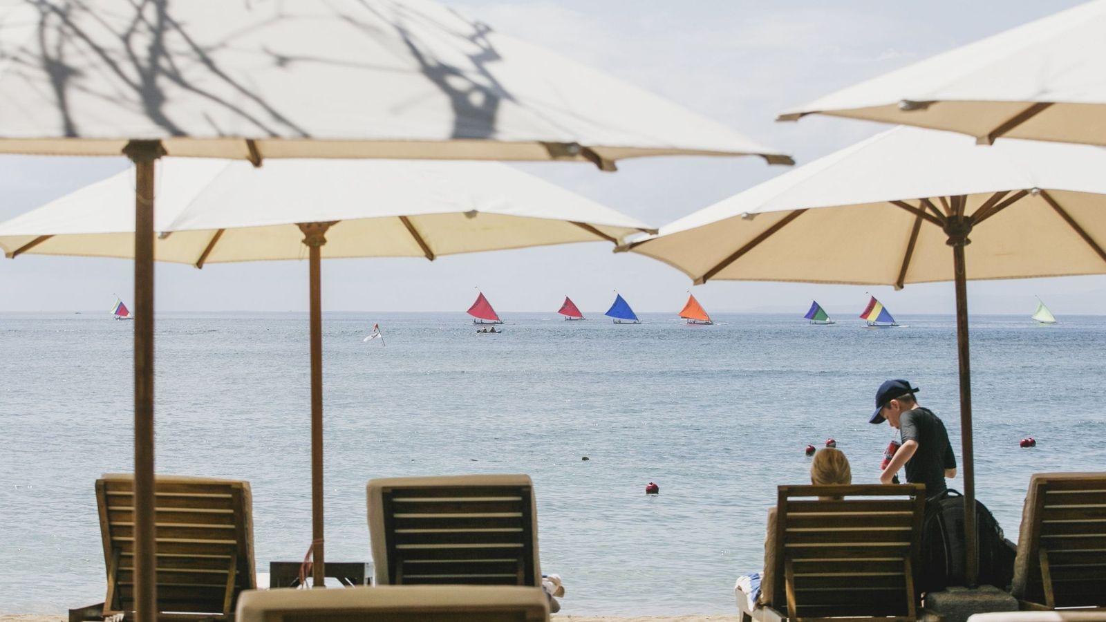 Foto: Turistas disfrutan del 'sol y playa'. (EFE)