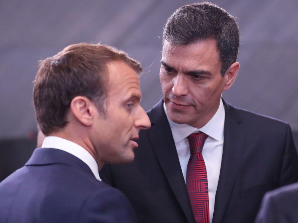 Foto: Macron y Sánchez, en la cumbre de la OTAN. (EFE)