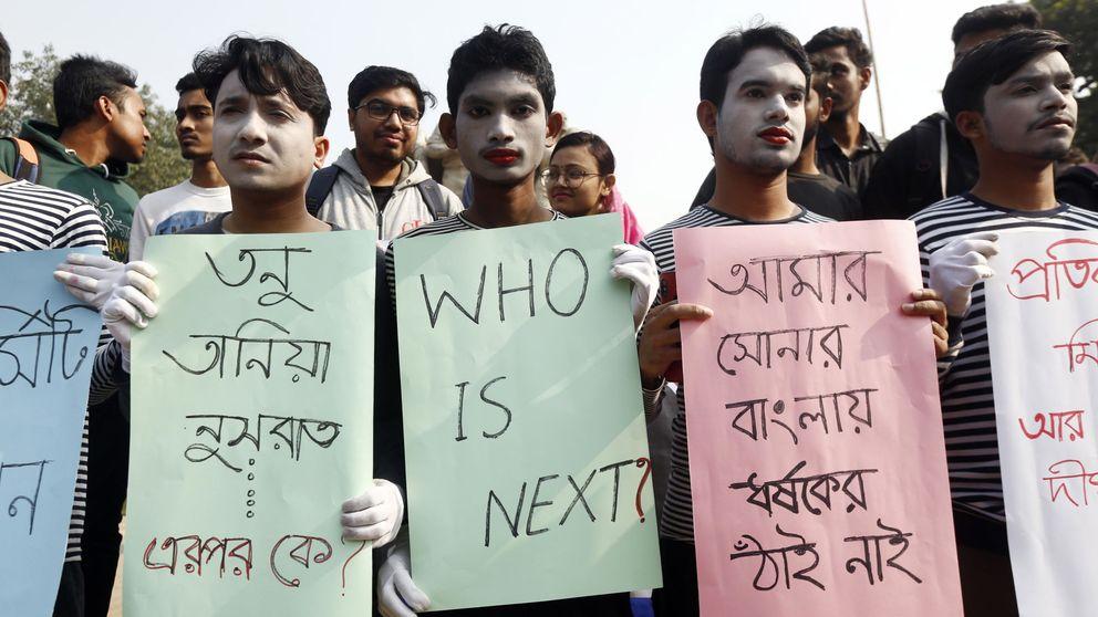 Miles de personas en Dacca reclaman justicia por violación de estudiante