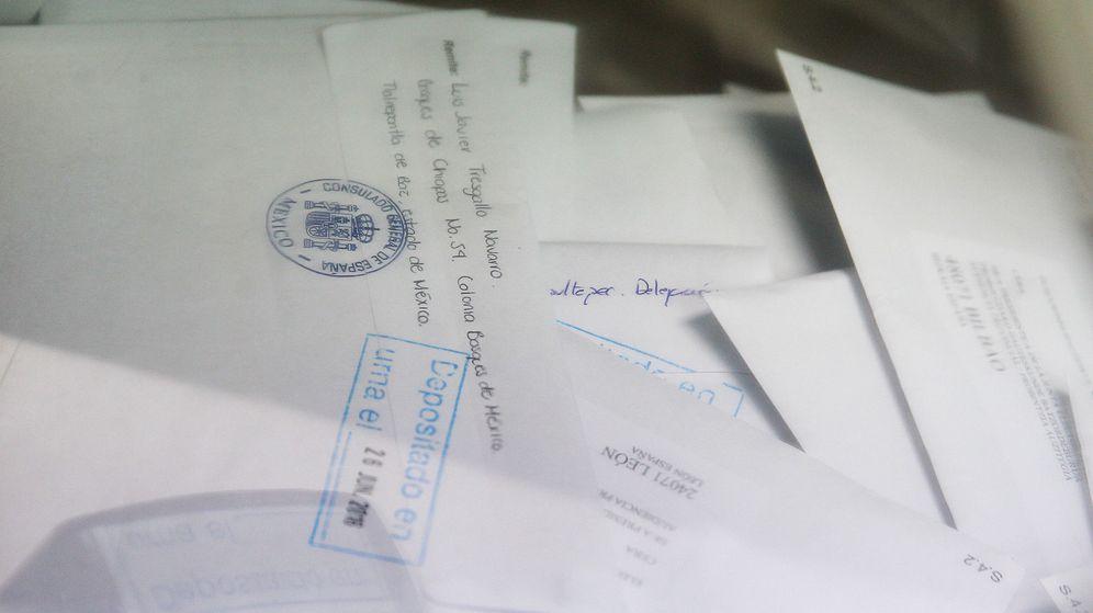 Foto: Votos por correo de españoles. (EFE)