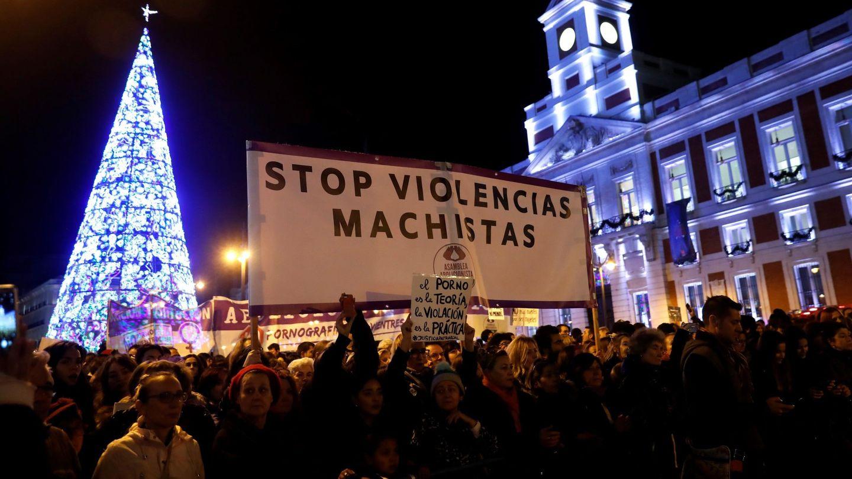 Manifestación con motivo del Día Internacional de la Eliminación de la Violencia contra la Mujer en la Puerta del Sol de Madrid. (EFE)