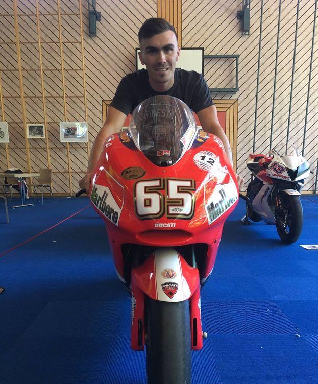 Foto: Loris Baz en una Ducati especial, la de Loris Capirossi. (Foto: @LorisBaz)